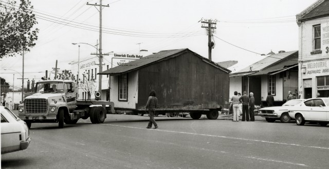 Portable-Iron-House-moving-from-North-Melbourne-640x330