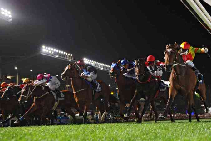 Perfect-night-for-racing-at-Moonee-Valley--1418359409_1352x900