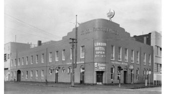 London Hotel Port Melbourne