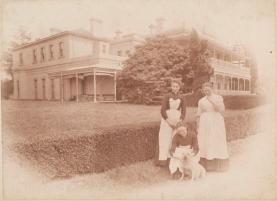 Servants at Como House