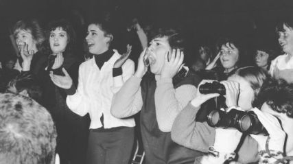 Teenage-fans-at-a-beatles-concert
