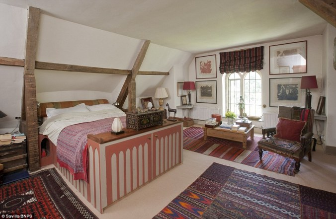 29A8C59400000578-3126210-Wooden_beams_The_Convent_boasts_two_bedrooms_a_sitting_room_dini-a-6_1434452705599.jpg