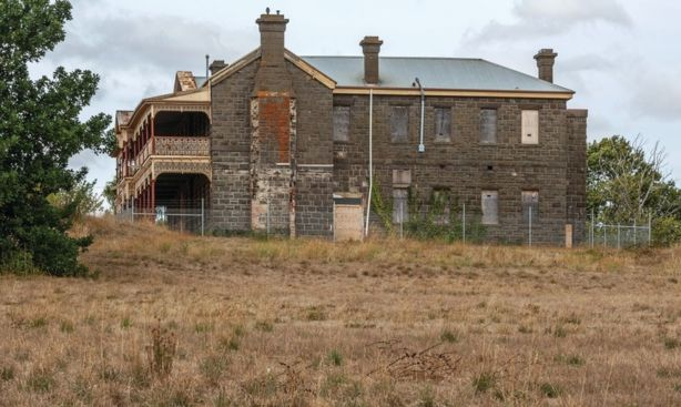 Old_Kyneton_hospital_2015106535_2_1_190328_070859-w1600-h1066_bp6br1
