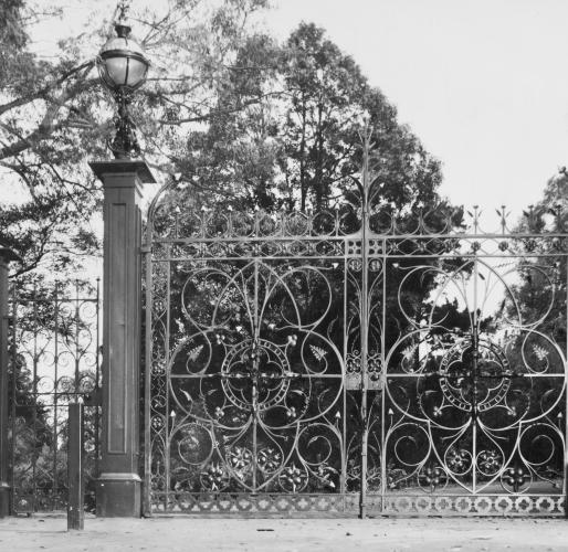 nareeb_gates__large.png