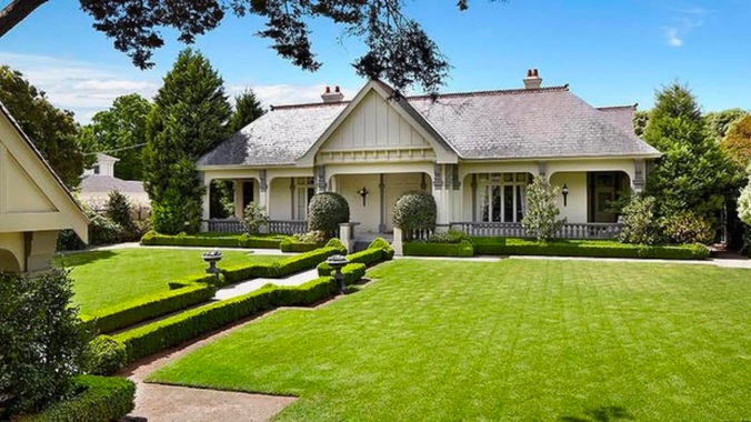 the-toorak-mansion-bought-for-18.5-million-and-razed.-the-empty-block-is-now-on-the-market-for-40-million.jpg